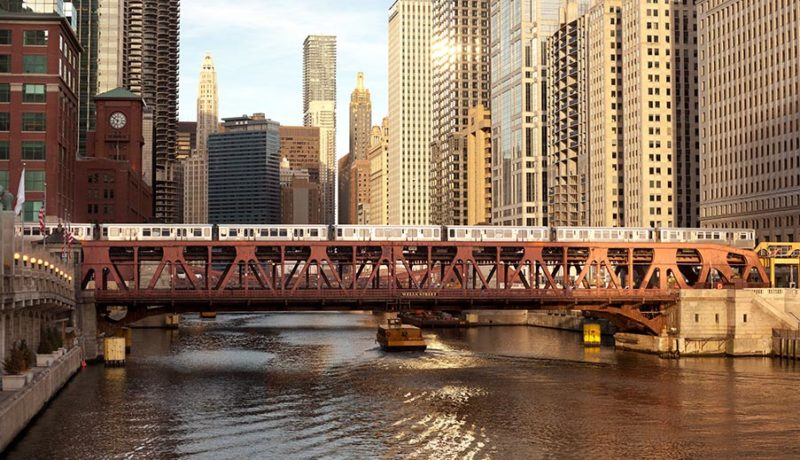 metra-and-el-trains-Over-The-Chicago-River