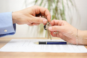 real-estate-agent-nancy-miller-gives-keys-to-home-buyers-after-closing